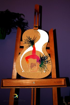 Postura do Escorpião - Vrschikasana/ nanquim branco, lápis aquarelável, aqualine, caneta posca em mdf/ original vendido/ semterritorio